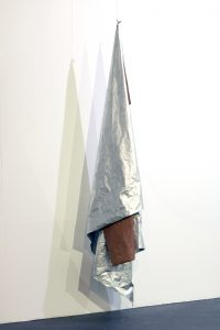 Shape Shifter | Charlie Franklin, 2017 | aluminium leaf, oil, canvas, steel wire | 250cm x 75cm x 58cm (height variable) | image: courtesy Mark Devereux Projects
