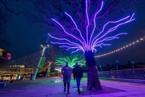 Loomin | David Ogle, 2020 | mixed-media installation (neon flex, welded steel) | installation view: Southbank London, 2020 | Commissioned by the Hayward Gallery for Winter Light 2020 | image: Guy Corbishley/Alamy Live News